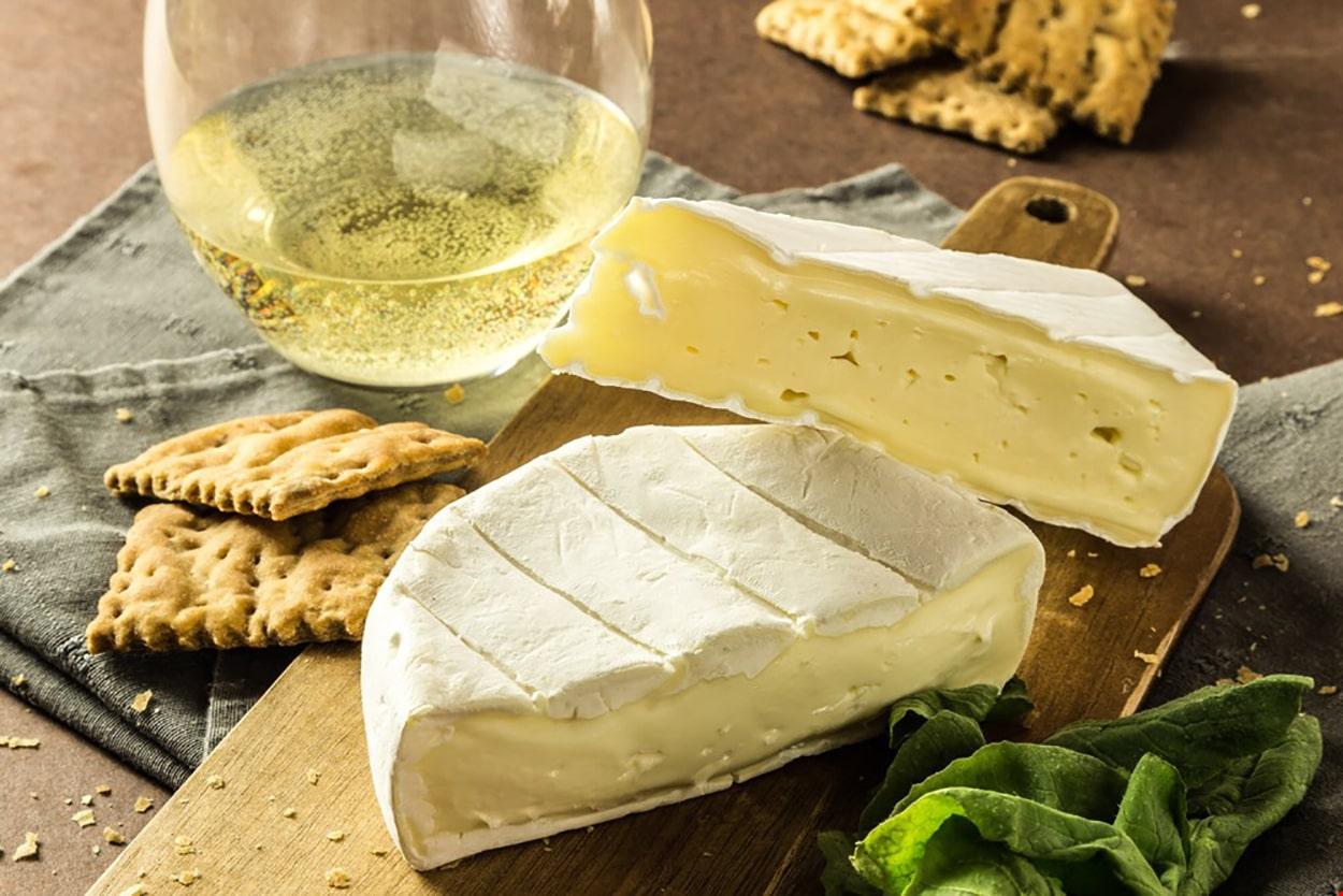 Como combinar vinhos brancos com queijo? 3 Queijos e 3 Castas